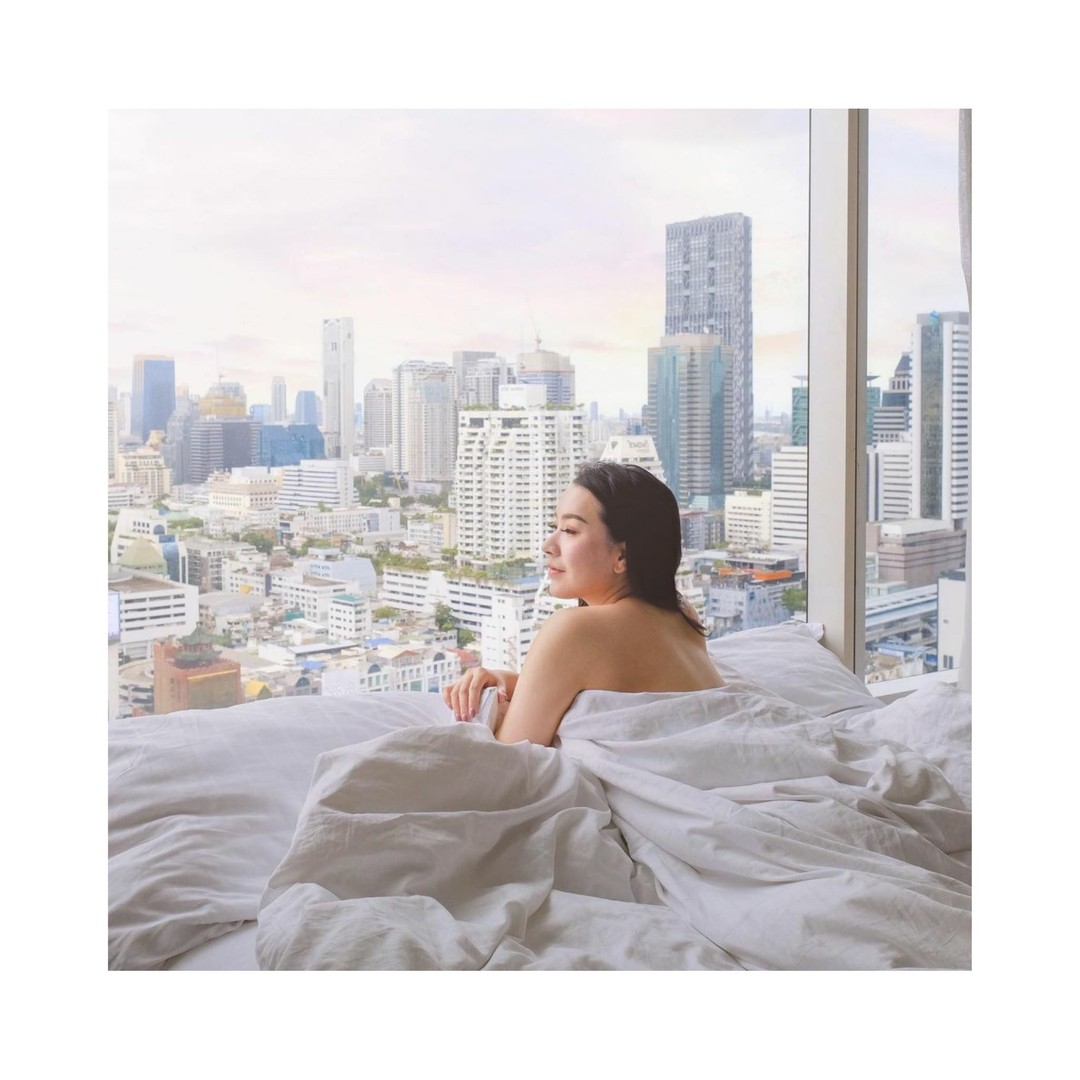 With views like these, who can blame you for wanting to stay in bed a little longer? @pullmanbangkokhotelg is chock-full of instagrammable spots.  Thanks for the dreamy pic @mymintzzzzz 💙 . . . . . . . #pullmang #pullmanbangkokhotelg #hotelsg #hotelg #lifestylehotel #silom #hotelg #whiteroom #whitedecor #bangkokhotel #bangkokcity #hotelroom #hoteldecor #hoteldesign #riseandshine #hotelroom #staycation #bangkokthailand #bangkoktravel #thailand #girlsdreamtravel #girlsborntotravel #speechlessplaces #travelblogger #travelphotography #letsgoeverywhere