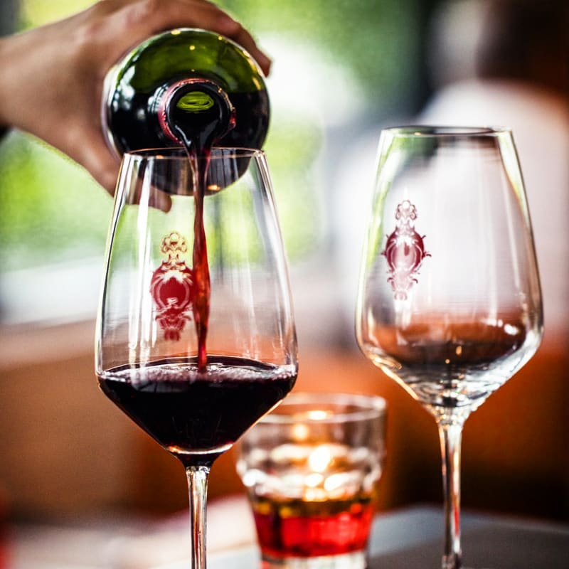 Did someone say it's Friday? Well TGIF! Cheers to the weekend with our wine by the glasses starting from just $6!....#GinettSG #RandBlab #singapore #discoversg #sgeats #sgrestaurant #frenchrestaurant #frenchcuisine #foodgasm #foodie #eattheworld #eatingfortheinsta #happyhour #fridaynightlife #weekends #instawine #winestagram #winetime #winelover #wineoclock #weeklypromotion #sgbars #frenchwine #winelovers #deliverysg #takeoutsg